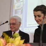 """Premiazione, Milano Palazzo Reale, 9 aprile 2013 - Roberto Capucci e Margherita Marchioni 1° premio per l'opera """"Omaggio a Roberto Capucci"""""""